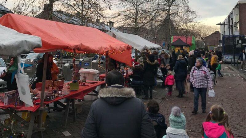 Kerstmarkt Wilhelminalaan in actie voor AED