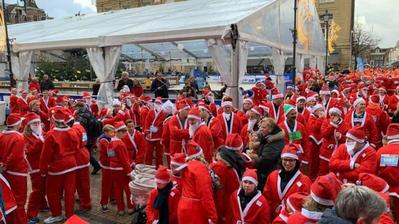 Meer dan 1200 kerstmannen en -vrouwen rennen voor Santa Run 2018
