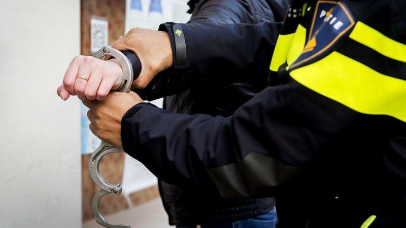Twee personen (21 en 22) aangehouden op Merwe Donk