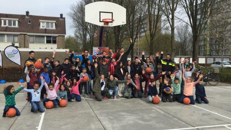 Basketbalveld geopend door  basketballer Jesper Jobse
