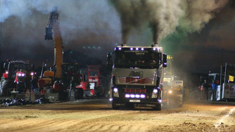 Truck- en tractorpulling Hoogblokland