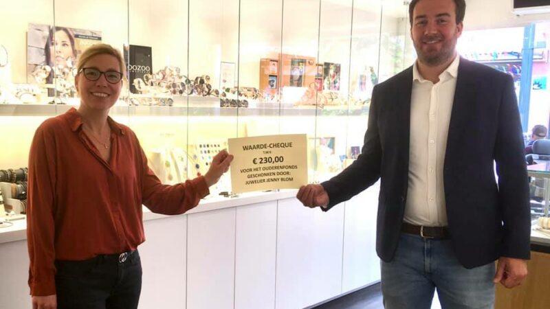 Juwelier Jenny Blom schenkt €230,- aan Ouderenfonds