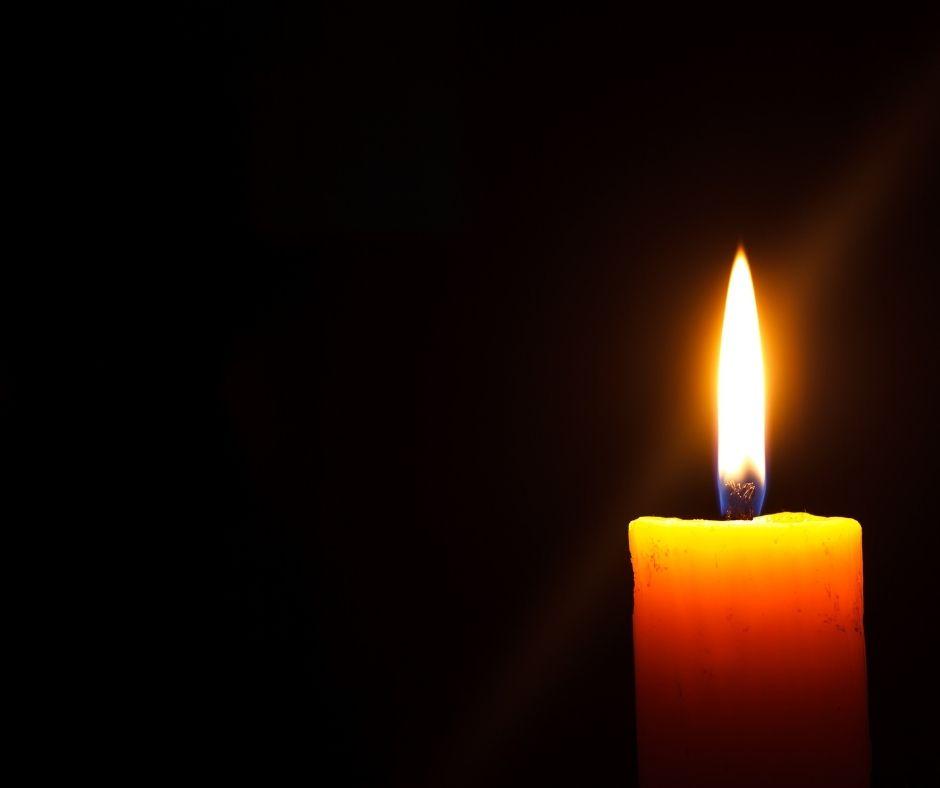 Raad herdenkt overlijden vrouw van wethouder en D66-fractievolger