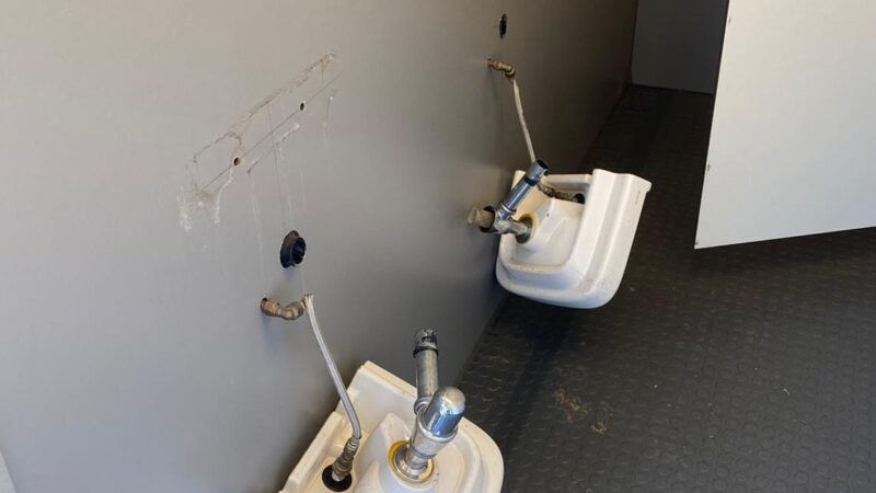 Toilet Buiten de Waterpoort opnieuw gesloopt