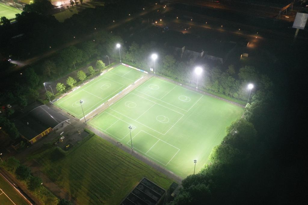 Eerste volledig LED verlicht buitensportveld in Gorinchem in gebruik genomen